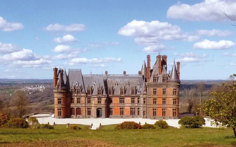 Top-rando-bretagne-randonnee-en-bretagne-randos-patrimoine-rendez-vous-au-chateau-saint-goazec-fédération-francaise-jeunesse-sport-nature
